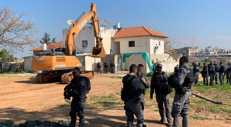 اللد: السُلطات الإسرائيلية تهدم منازل تابعة لعائلة ابو كشك