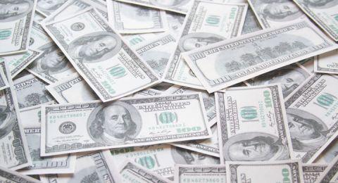 بيانات أمريكية مخيبة للآمال تدفع الدولار للهبوط