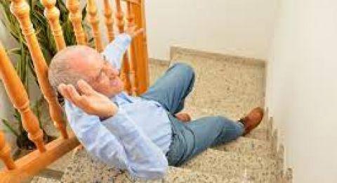 مواطن يحصل على تعويض نصف مليون شيكل بعد سقوطه عن الدرج