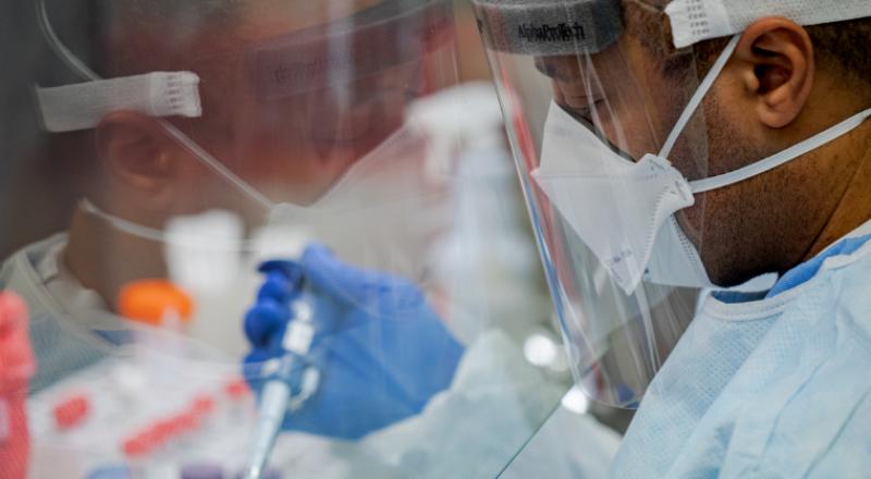 باحثون يوصون بإعادة النظر في تطعيم من تعافى من الكورونا