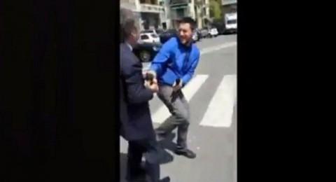 رئيس نادي يضرب صحفياً في شارع