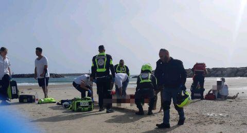 انقاذ شابين بعدما غرقا على شاطئ هرتسليا .. أحدهما وضعه حرج