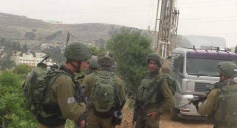 الجيش الإسرائيلي يوقف إمداد خطوط كهرباء شمال يطا