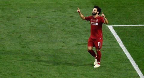 كيف احتفل صلاح مع زوجته وابنته بدوري الأبطال داخل الملعب؟