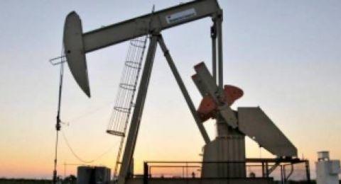 النفط يرتفع فوق مستويات يناير