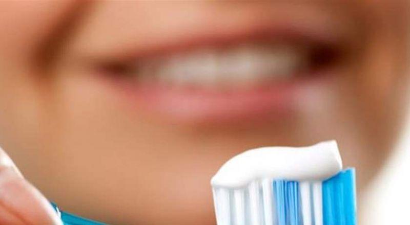 حقائق مخيفة عن فرشاة الأسنان.. كيف تحمي نفسك؟