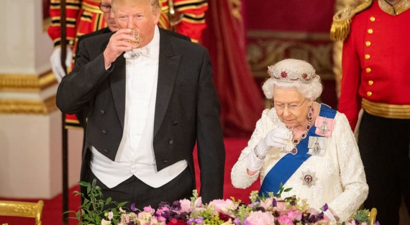 2000 قطعة من الفضيات على مأدبة عشاء الملكة إليزابيث لترامب