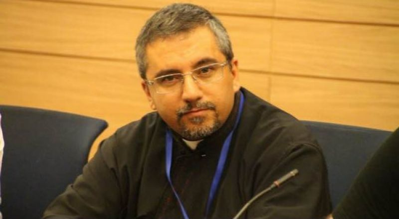 الأبّ د. الياس ضوّ: يدعو لنبذ العنف ويهنئ المحتفلين بعيد الفطر