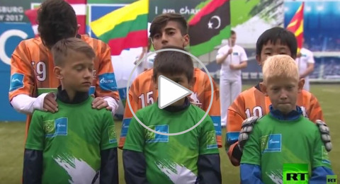 كرة القدم لأجل الصداقة بين الأطفال على هامش كأس القارات