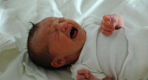 طبريا: الكورونا اصابت رضيعة (23 يوماً) ووالديها وجدتها