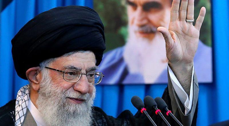 خامنئي: متضامنون مع الشعب اللبناني العزيز ونقف إلى جانبه