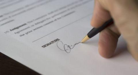 طريقة توقيعك تكشف خفايا شخصيتك!