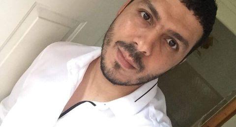 علي ابو شيخة يهوى صناعة العود والرسم