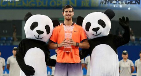 الروسي خاتشانوف يحرز أول ألقابه في عالم التنس