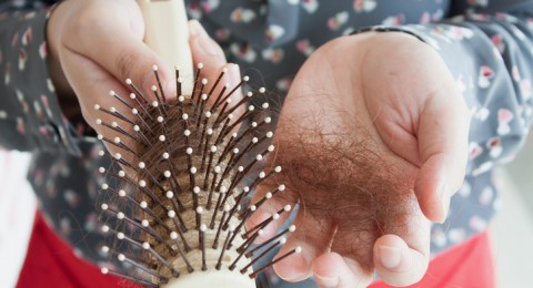 12 علاجا منزليا لوقف تساقط الشعر بأسبوع