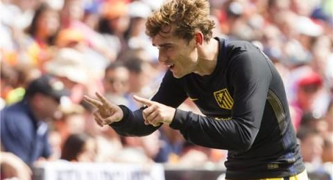أتلتيكو مدريد يعبر فالنسيا ويتصدر الليجا مؤقتا