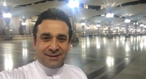 كريم عبد العزيز يستقبل العام الجديد بأداء العمرة