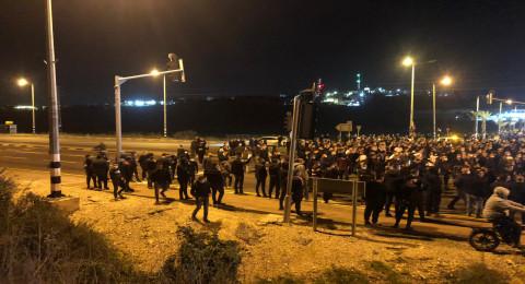 متظاهرون يقاطعون خطابات بركة والقيادات في مظاهرة كفر قرع: القيادة عاجزة، يكفي كلامًا
