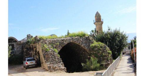 النائب مسعود غنايم يزور جامع البحر في طبريا ويحذر البلدية من تحويله لمتحف