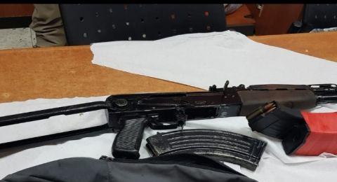 الشرطة تلقي القبض على مشتبه بحيازة أسلحة غير قانونية في قرية سالم