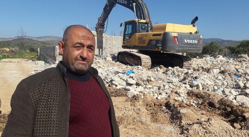 سخنين: مواطن يهدم منزله بيده بعد تسلمه أمر هدم جديد
