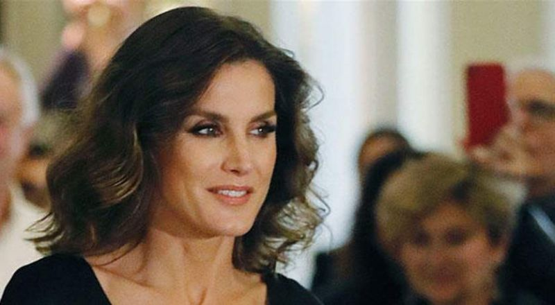 ملكة اسبانيا تخطف الأنظار بإطلالتها.. لن تصدقوا كم أصبح ثمن فستانها بعد التنزيلات