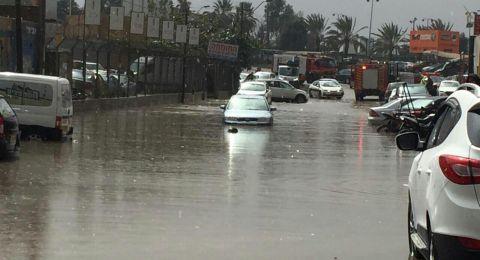 بدء تأثير المنخفض الجوي على البلاد وغرق شوارع في النقب والمثلث