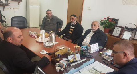 النائب مسعود غنايم (الموحدة) يزور مجلس الجديدة المكر لبحث قضية مخطط الطّنطور