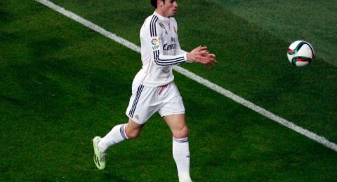 وكيل أعمال غاريث بيل يفتح النار على جمهور ريال مدريد: عليكم تقبيل قدميه!