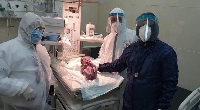 مصابة بكورونا تضع مولدا في رام الله
