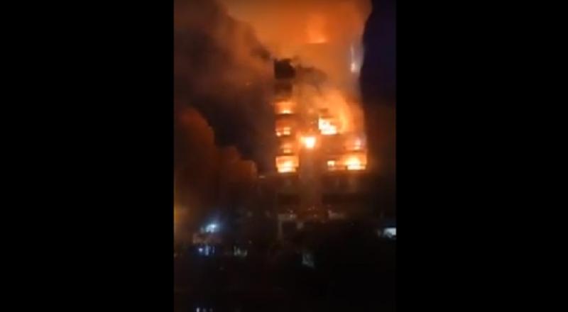 القاهرة.. اندلاع حريق هائل في بناء من 9 طوابق والخسائر بالملايين