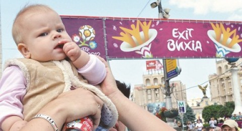 الطفل الغاضب يخطف اضواء اليورو 2012!!