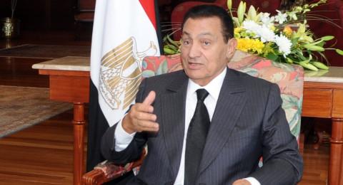 صورة جديدة لحسني مبارك مع ابنه وحفيدته