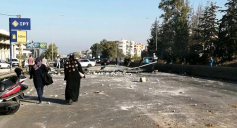 لبناني يحتج على اغلاق الشوارع