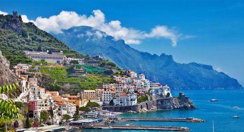 بلدة إيطالية تقدّم منازل مجاناً لجذب السكان.. ومكافأة مالية للمتزوجين!