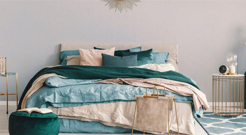 السرير ملاذ للفطريات والبكتيريا.. متى يجب غسل الشراشف؟
