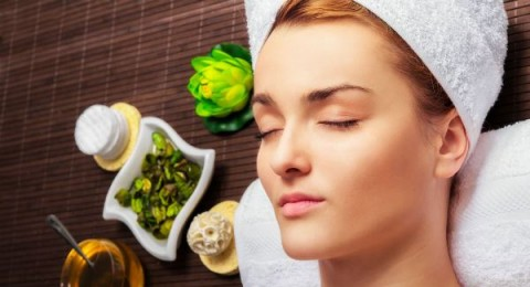 استخدمي الزيوت العطرية لحماية بشرتك من أثار الشيخوخة