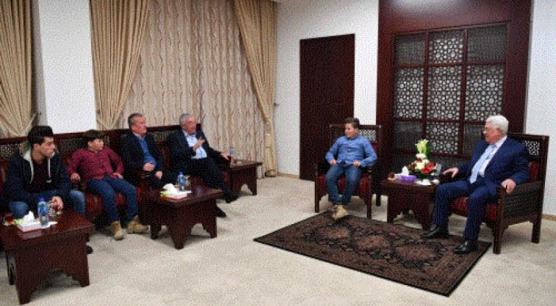 عباس يستقبل عائلة الطفلة الأسيرة عهد التميمي