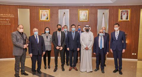 بهدف تعزيز التعاون التجاري الإسرائيلي البحريني، وزير التجارة، الصناعة والسياحة البحريني: ورئيس مجلس إدارة لئومي والمدير العام للبنك في زيارة الى المملكة
