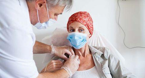 تسهيلات لمرضى السرطان: إعفاءات ضريبة وخدمات حكومية دون الانتظار بالدور