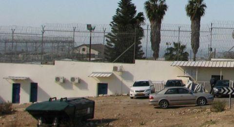 مصلحة السّجون ستتيح للسجناء الفلسطينيين إجراء اتصال هاتفيّ مع عائلاتهم في شهر رمضان