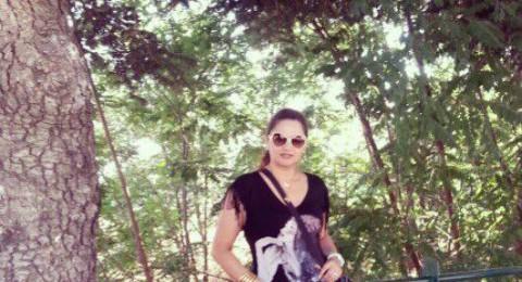 بالصورة: باسكال مشعلاني أثناء ممارستها رياضة المشي