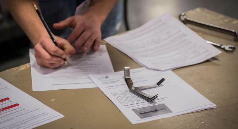 زيادة بنسبة %25 بنسبة الطلاب المتقدّمين لامتحان (التيؤوريا)سياقة نظرية بنجاح