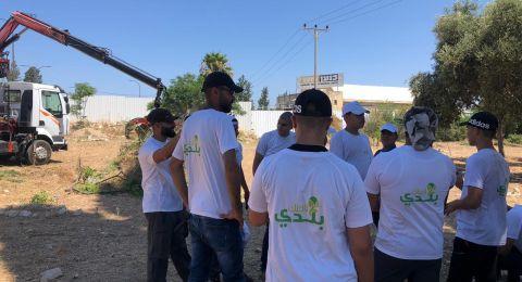 العشرات من أهالي مدينة حيفا وام الفحم يشاركون بترميم مقبرة القسام في حيفا