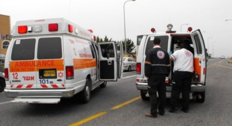 إصابة شابة اثر سقوها من مركبة قرب بئر السبع