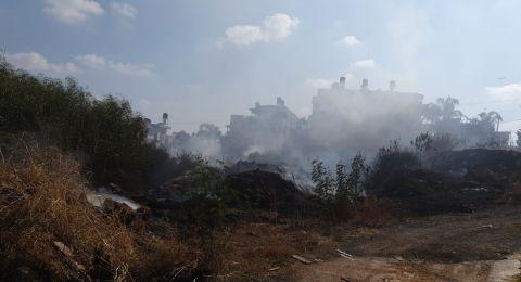 كفرقاسم: اندلاع نيران في منطقة حرشية ومساعٍ لإخمادها