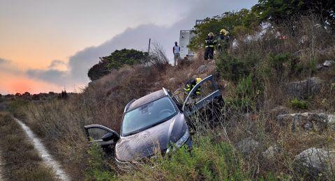 اصابة سيدة اثر انقلاب سيارتها في نتسيرت عيليت