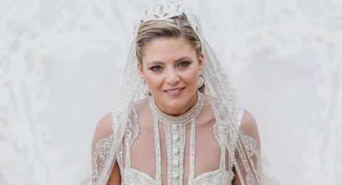 شهر العسل كان في كابري.. شاهدوا الاطلالة الأولى لعروس إيلي صعب جونيور