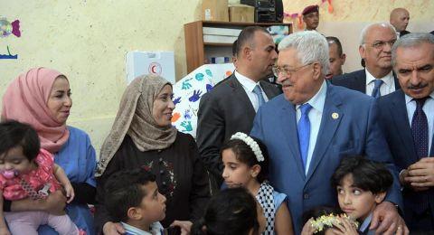 الرئيس محمود عباس فى جولة تفقدية لمخيم الجلزون