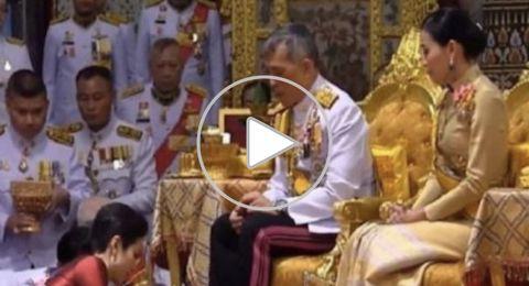 ملك تايلند يتزوج من ممرضة بحضور زوجته الأولى